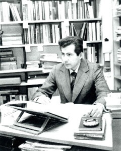 Психологът Христо Гешанов на млади години, изучавайки приложна психология